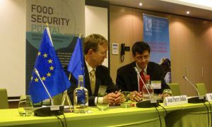 Jean-Pierre Halkin from the EC and Shenggen Fan from IFPRI
