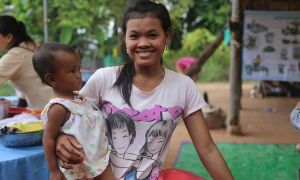 A mother with her child waiting for a nutrition course in Cambodia